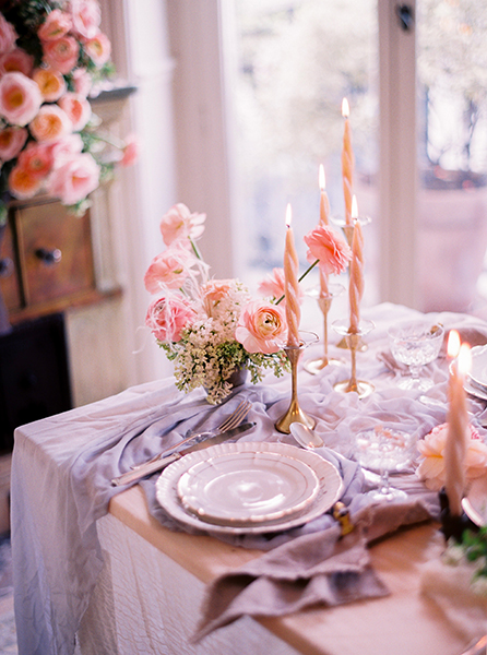 travellur_slow_travel_photoshoot_paris_lesecretd'audrey_apartment_photography_creative_tableware_candles_romance.jpg