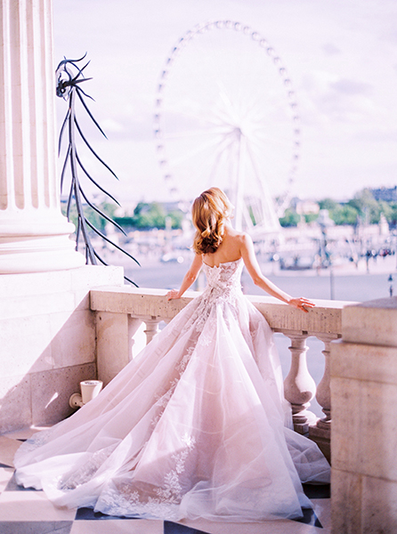Travellur_Le_Secret_D_Audrey_CRILLON_slow_travel_photography_shoot_paris_view_dress_wedding.jpg