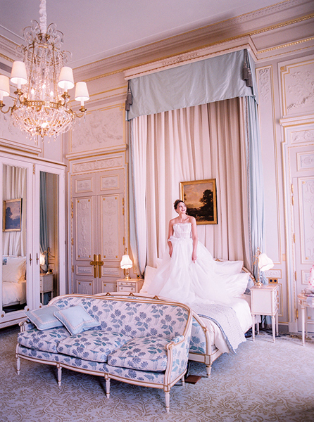 travellur_slow_travel_photoshoot_paris_Le_Secret_D_Audrey_ritz_dress_galia_lahav.jpg