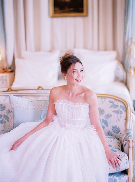 travellur_slow_travel_photoshoot_paris_Le_Secret_D_Audrey_ritz_wedding_bride_fun_luxury_shoot.jpg