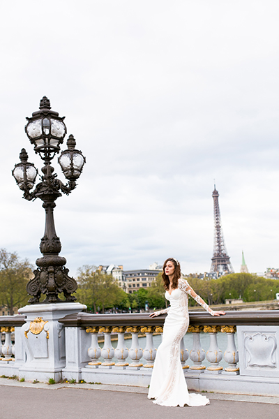travellur_slow_travel_bridal_shoot_paris_bridge_dress_galia_lahav_eifell.jpg