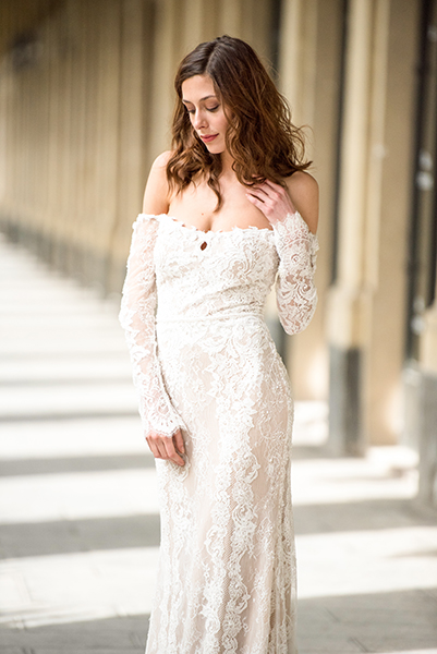 travellur_slow_travel_bridal_shoot_paris_bridge_dress_galia_lahav_light_love.jpg