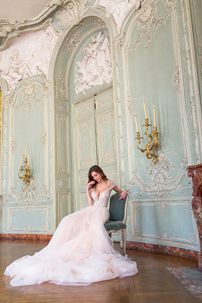 travellur_slow_travel_bridal_shoot_paris_bridge_dress_galia_lahav_luxury_beauty_interiors.jpg