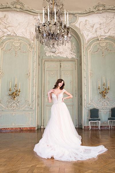 travellur_slow_travel_bridal_shoot_paris_romance_vero_suh_luxury_photography_chandellier_model_marion_mercier.jpg