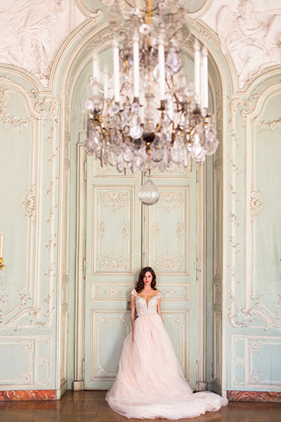 travellur_slow_travel_bridal_shoot_paris_romance_vero_suh_luxury_photography_chandellier.jpg