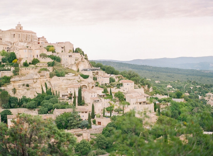 Copy of travellur_provence_wedding_venue_tour_Gordes