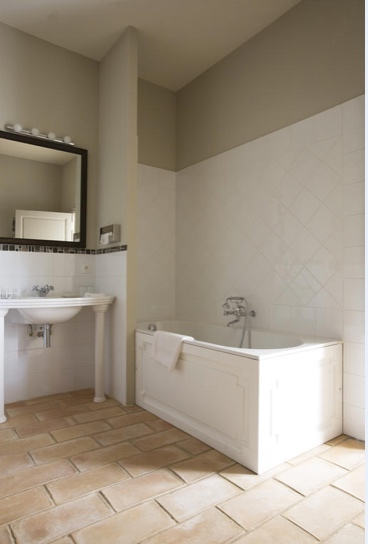 Provence_wedding_venue_tour_bathroom3.jpg