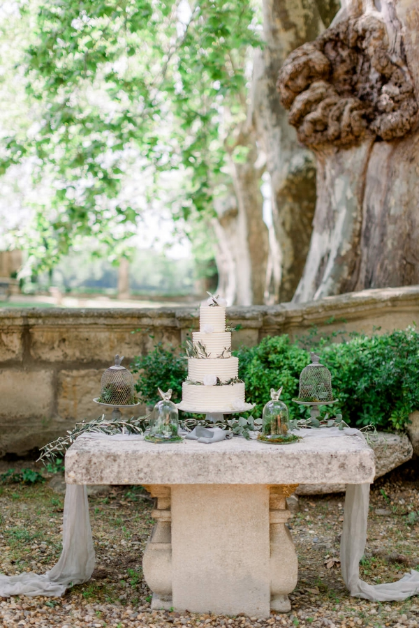 Copy of Provence_wedding_venues_Chateau_de_Roussan_cake