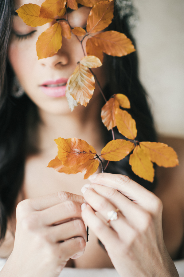 travellur_slow_travel_still55_photography_shoot_france_provence_closstesteve_wedding_bridal_joseph_rogero_photography_leaves_fall.jpg
