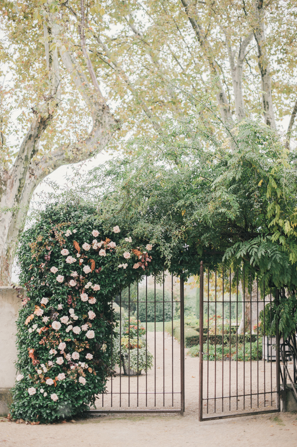 travellur_slow_travel_still55_photography_shoot_france_provence_closstesteve_wedding_dress_clos_stesteve_venue_beauty_garden_flowers.jpg