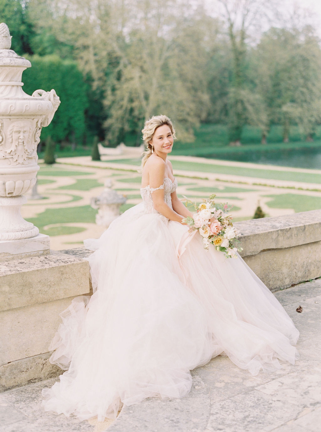 travellur_photoshoot_duchesse_de_villette_chateau_gardens_model_luxury_wedding.jpg