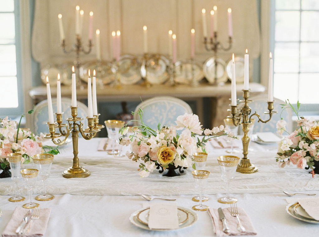 travellur_photoshoot_duchesse_de_villette_dining_luxury_tableware_Madame_de_la_Maison.jpg