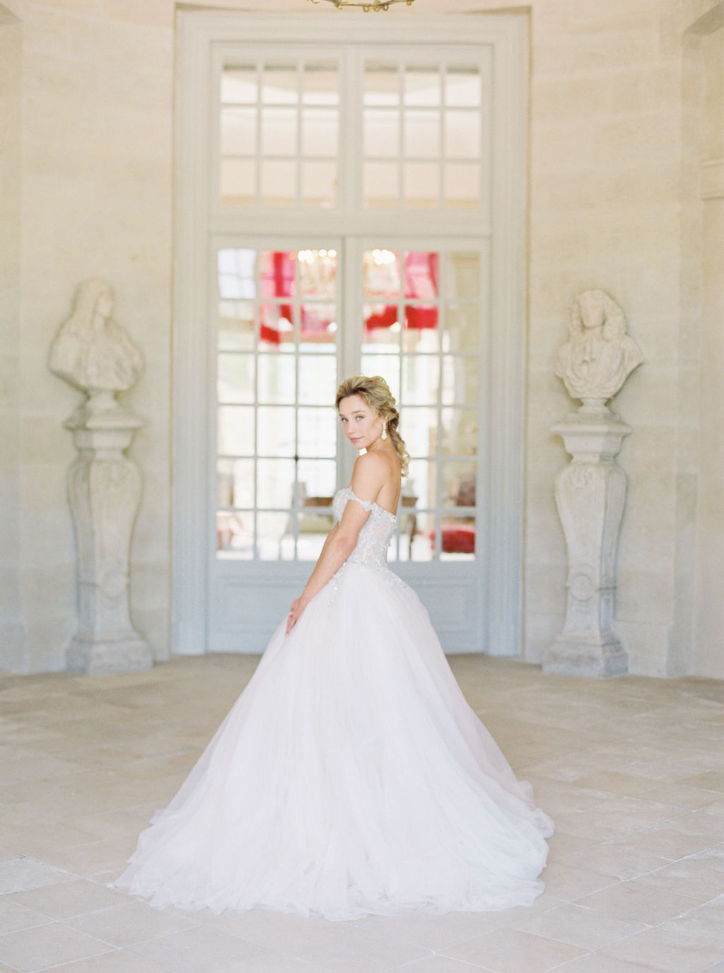 travellur_photoshoot_duchesse_de_villette_model_beauty_wedding_chateau_bridal_shoot.jpg