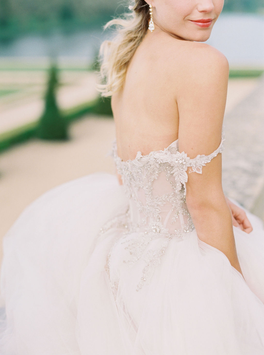 travellur_photoshoot_duchesse_de_villette_model_beauty_wedding_chateau.jpg