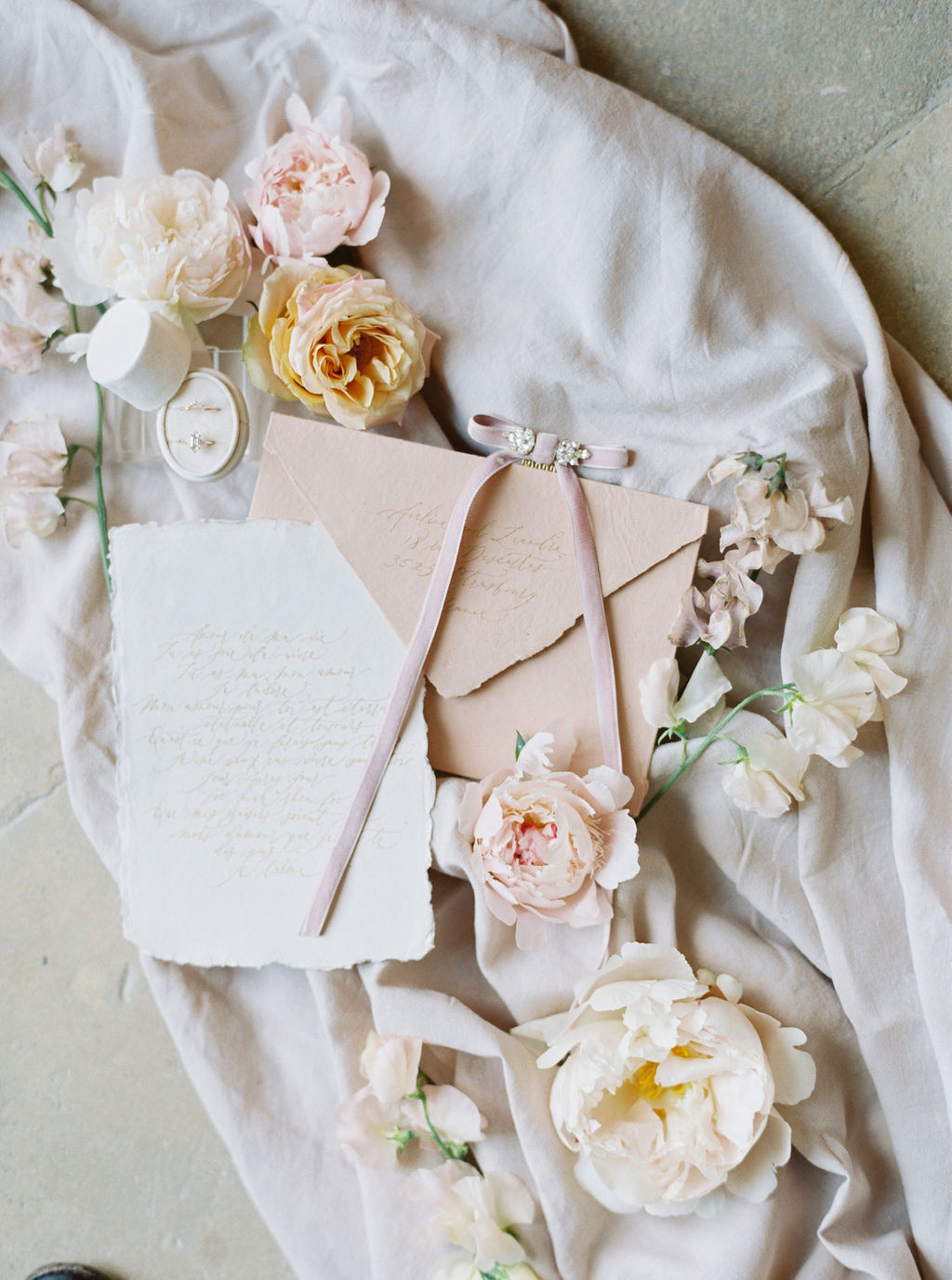 travellur_photoshoot_duchesse_de_villette_stationary_theo_berry.jpg