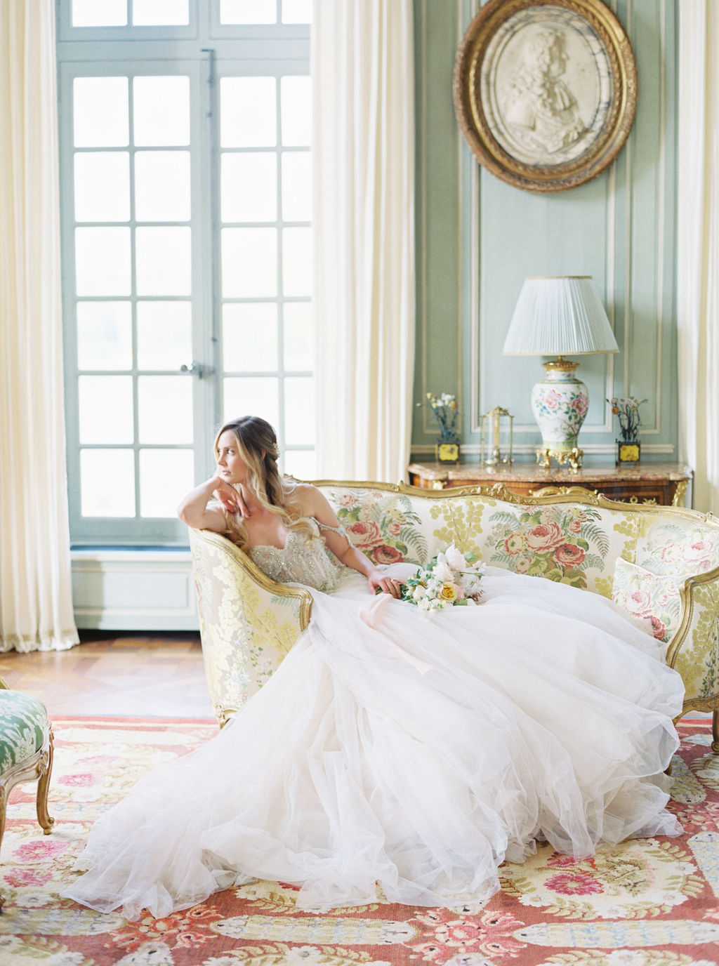 travellur_photoshoot__elegance_Jardin_de_Chateau_de_Villette_bridal_hair_accessories_interiors.jpg