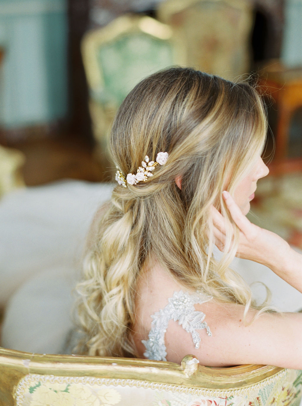 travellur_photoshoot__elegance_Jardin_de_Chateau_de_Villette_bridal_hair_accessories_Lindsay_Marie_design_wedding_paris.jpg