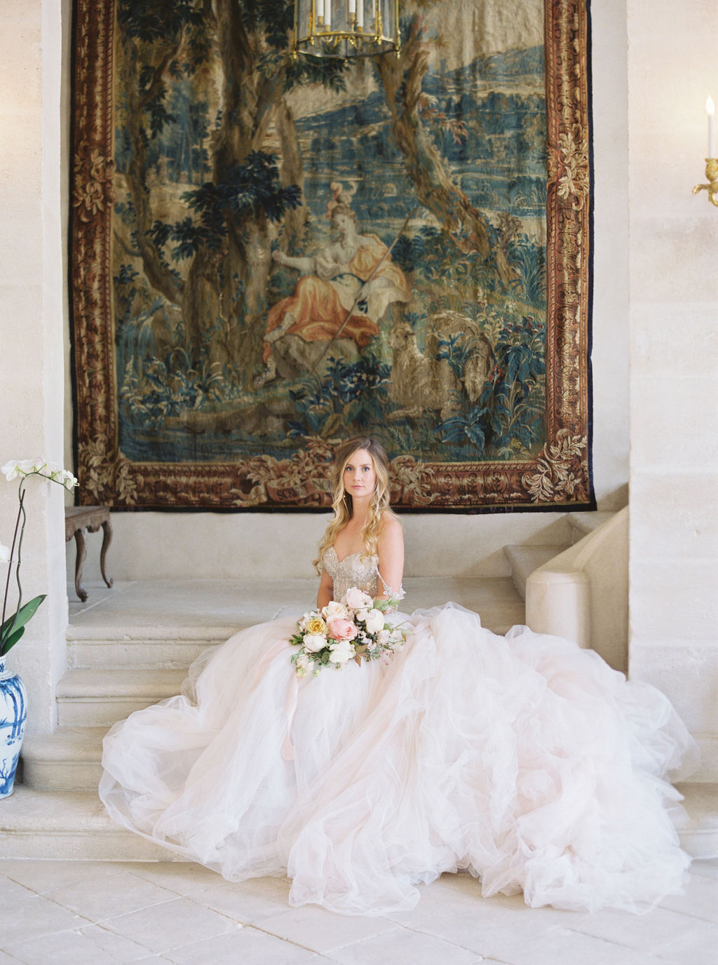 travellur_photoshoot__elegance_Jardin_de_Chateau_de_Villette_bride_flowers_interiors.jpg