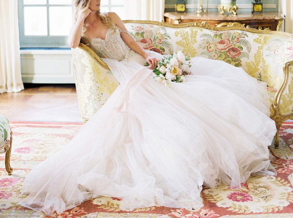 travellur_photoshoot__elegance_Jardin_de_Chateau_de_Villette_luxe_chaise_long_bridal_flowers.jpg