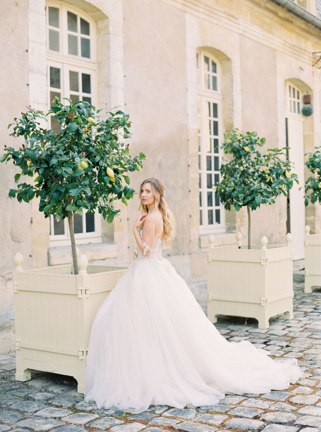 travellur_photoshoot__elegance_Jardin_de_Chateau_de_Villette_wedding_dress_shoot_galia_lahav_bride.jpg