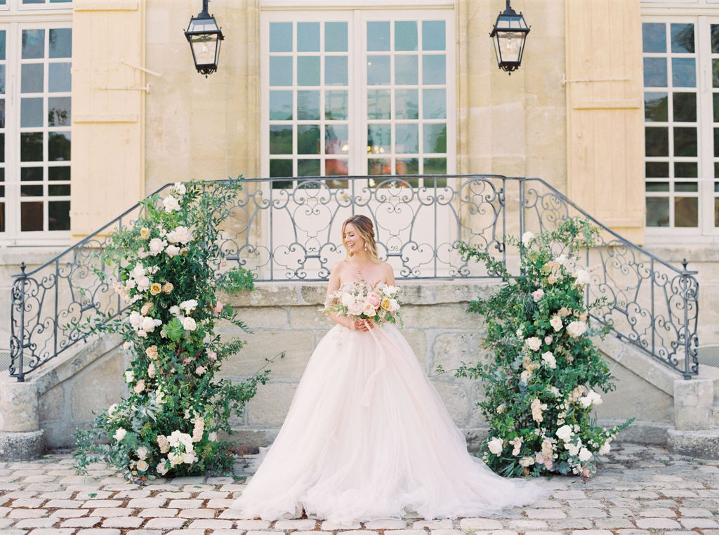 travellur_photoshoot__elegance_Jardin_de_Chateau_de_Villette_wedding_floral_bride_dress_Galia_Lahav.jpg