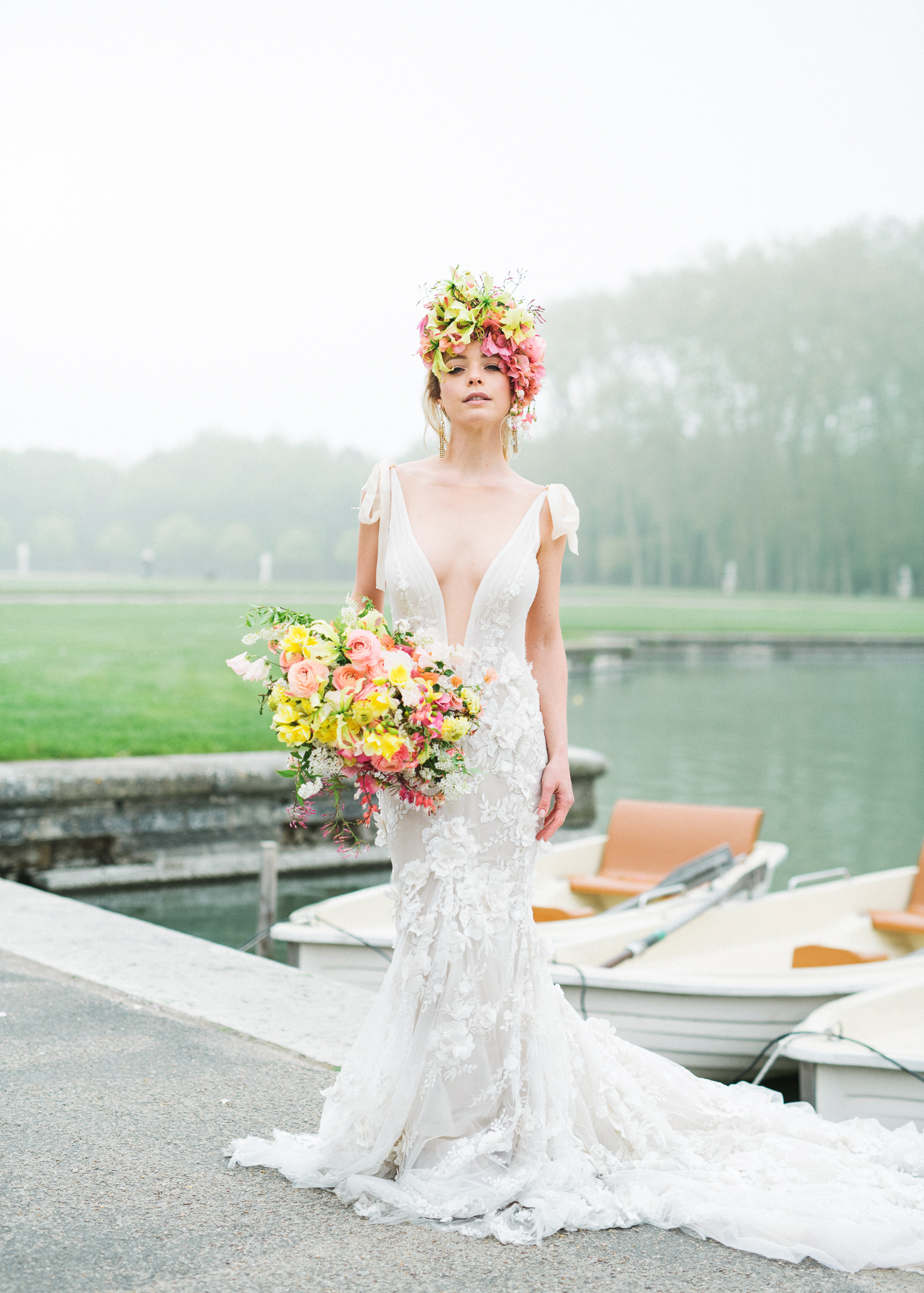 travellur_photoshoot__summer_in_versailles_wedding_dress_bridal_luxe_shoot_boating_boat_isibeal_studio.jpg