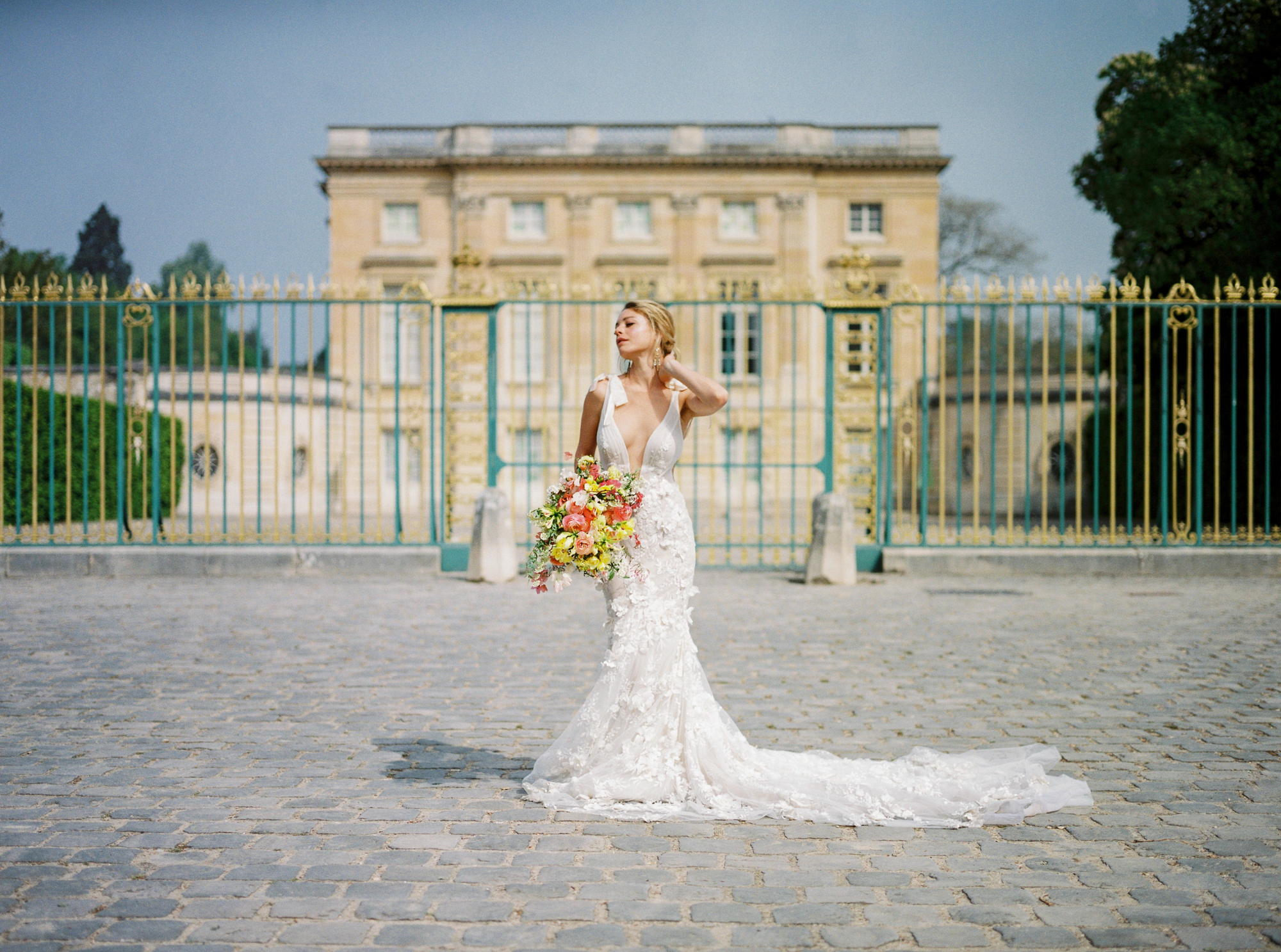 travellur_photoshoot__summer_in_versailles_wedding_dress_bridal_luxe_shoot.jpg