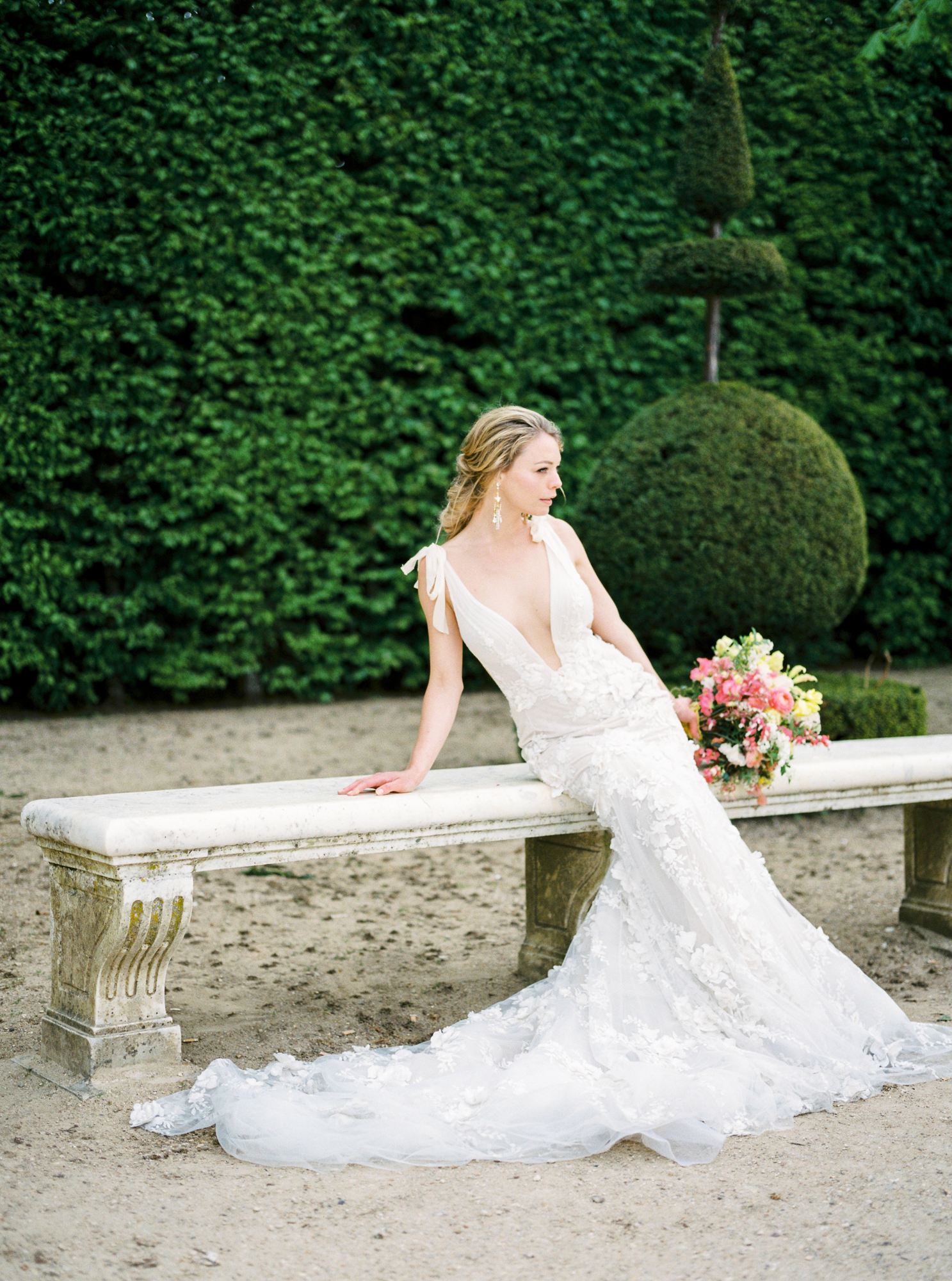 travellur_photoshoot__summer_in_versailles_wedding_flowers_bridal_luxe_shoot_floral_france_bride_dress_gown_galia_lahav.jpg