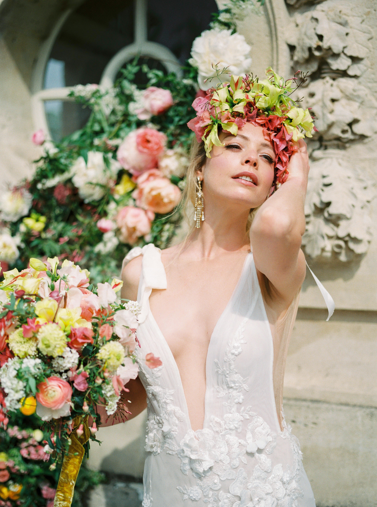 travellur_photoshoot__summer_in_versailles_wedding_flowers_bridal_luxe_shoot_floral_france_bride.jpg