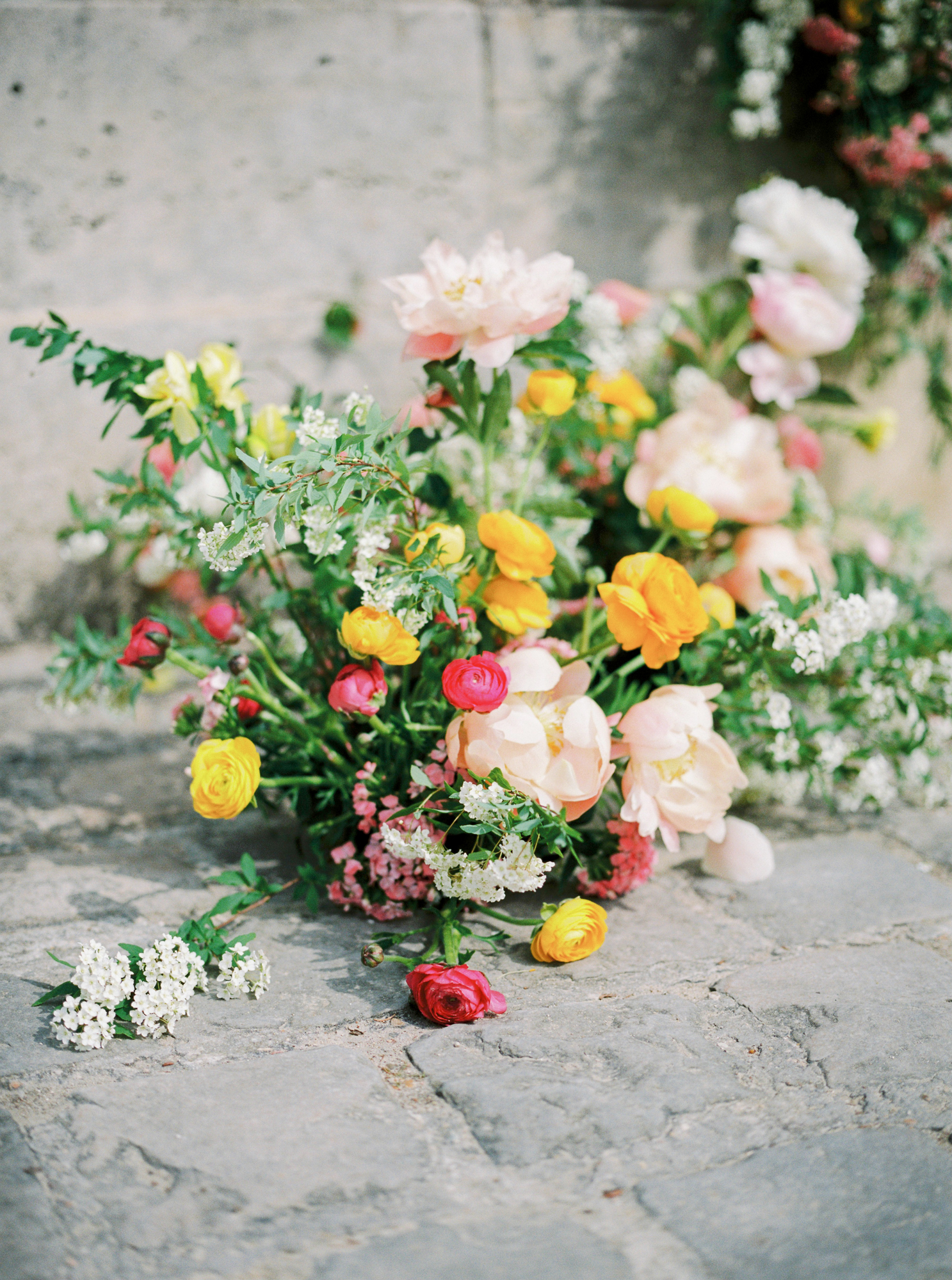 travellur_photoshoot__summer_in_versailles_wedding_flowers_bridal_luxe_shoot_floral_france_isibeal_studio_beauty_wedding_france.jpg