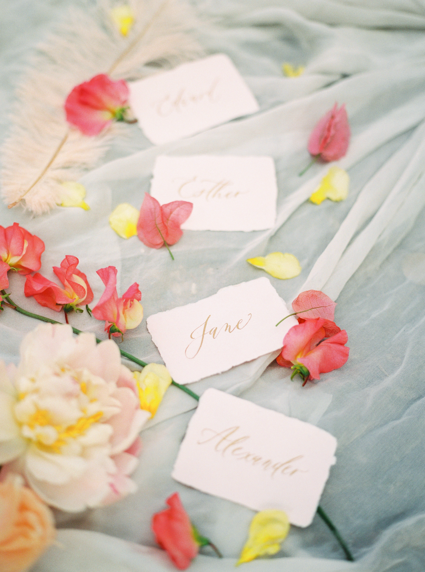 travellur_photoshoot__summer_in_versailles_wedding_flowers_bridal_luxe_shoot_floral_france_isibeal_studio_stationery_dominique_alba_caligraphy.jpg