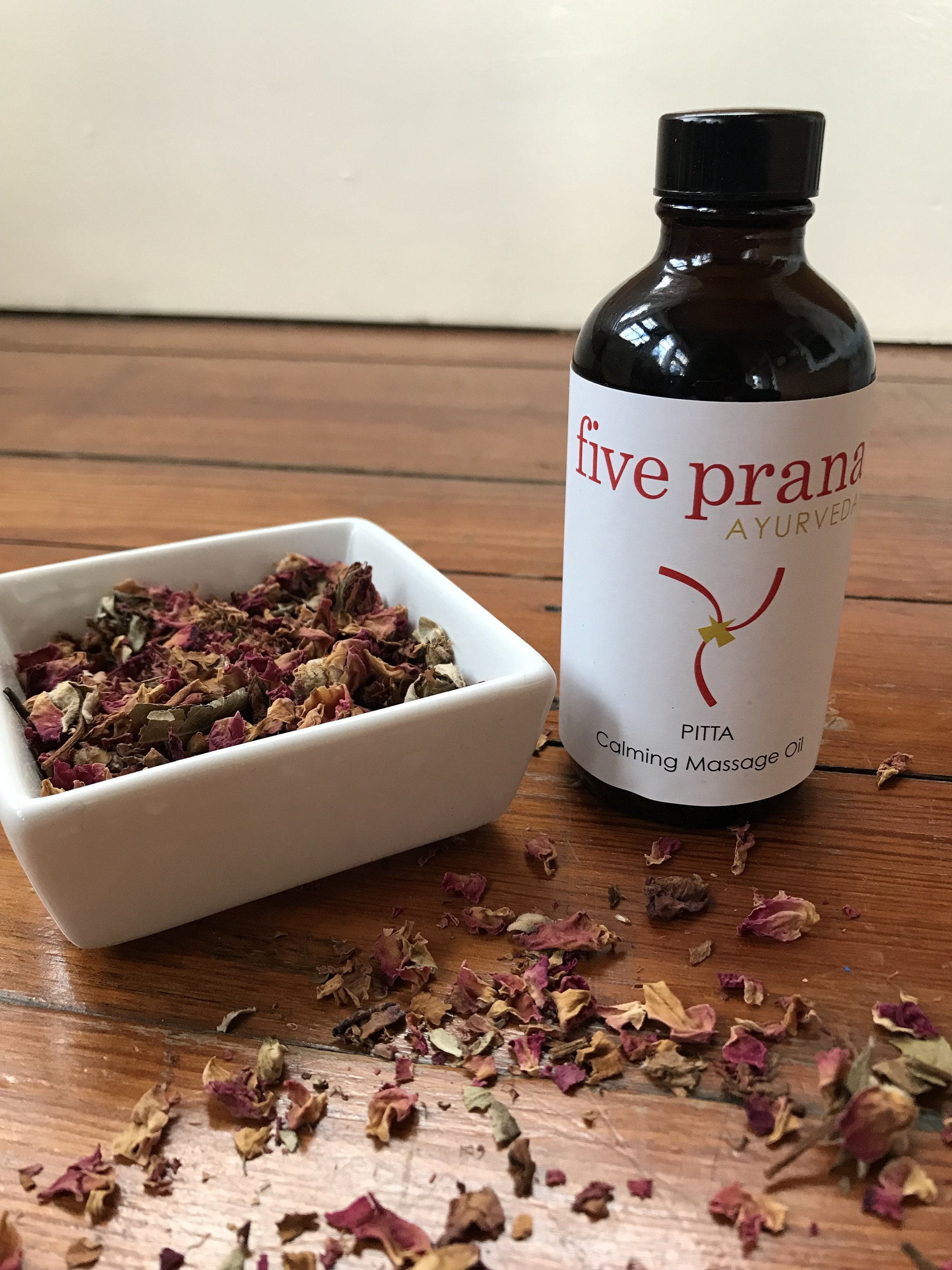 Five-Prana-Ayurvedic-Skin-Care-Product_Pitta-Ayurvedic-Massage-Oil-4.JPG