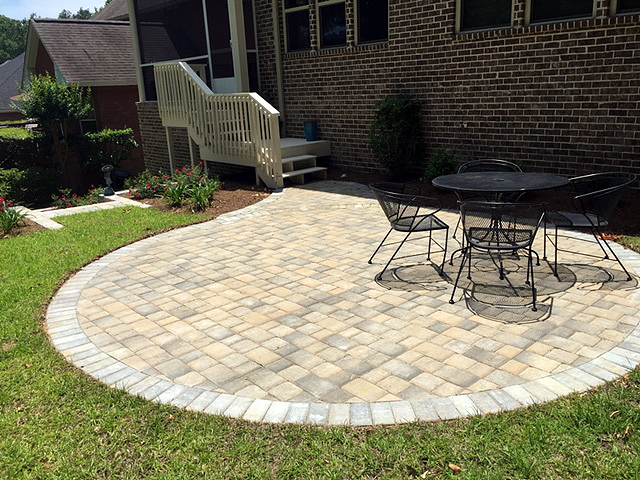 Sand Pebble Cobble Pavers, Trimmed With Holland Silverstone