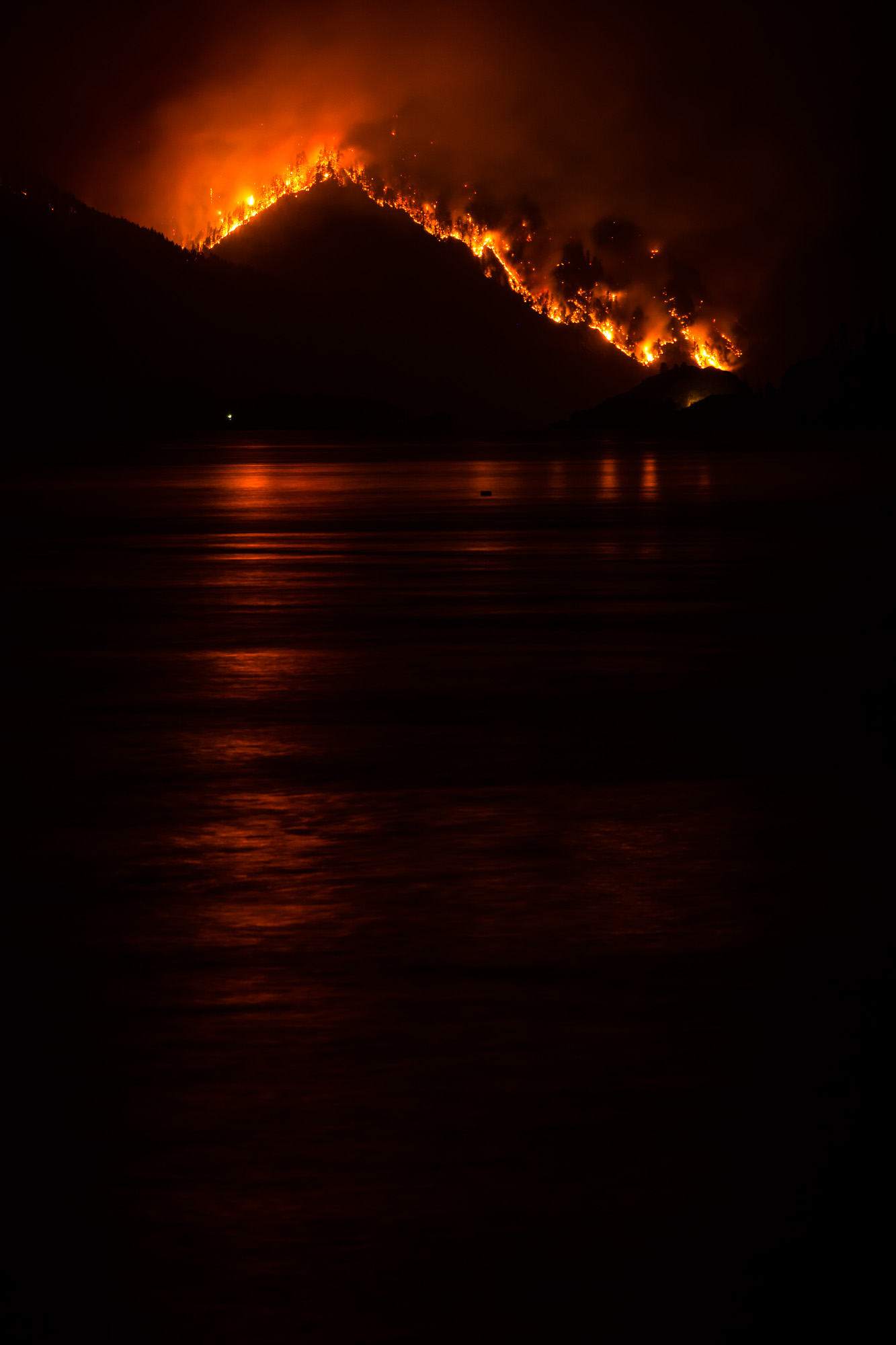 Looking down the Columbia River at Eagle Creek Fire from The Hatch.