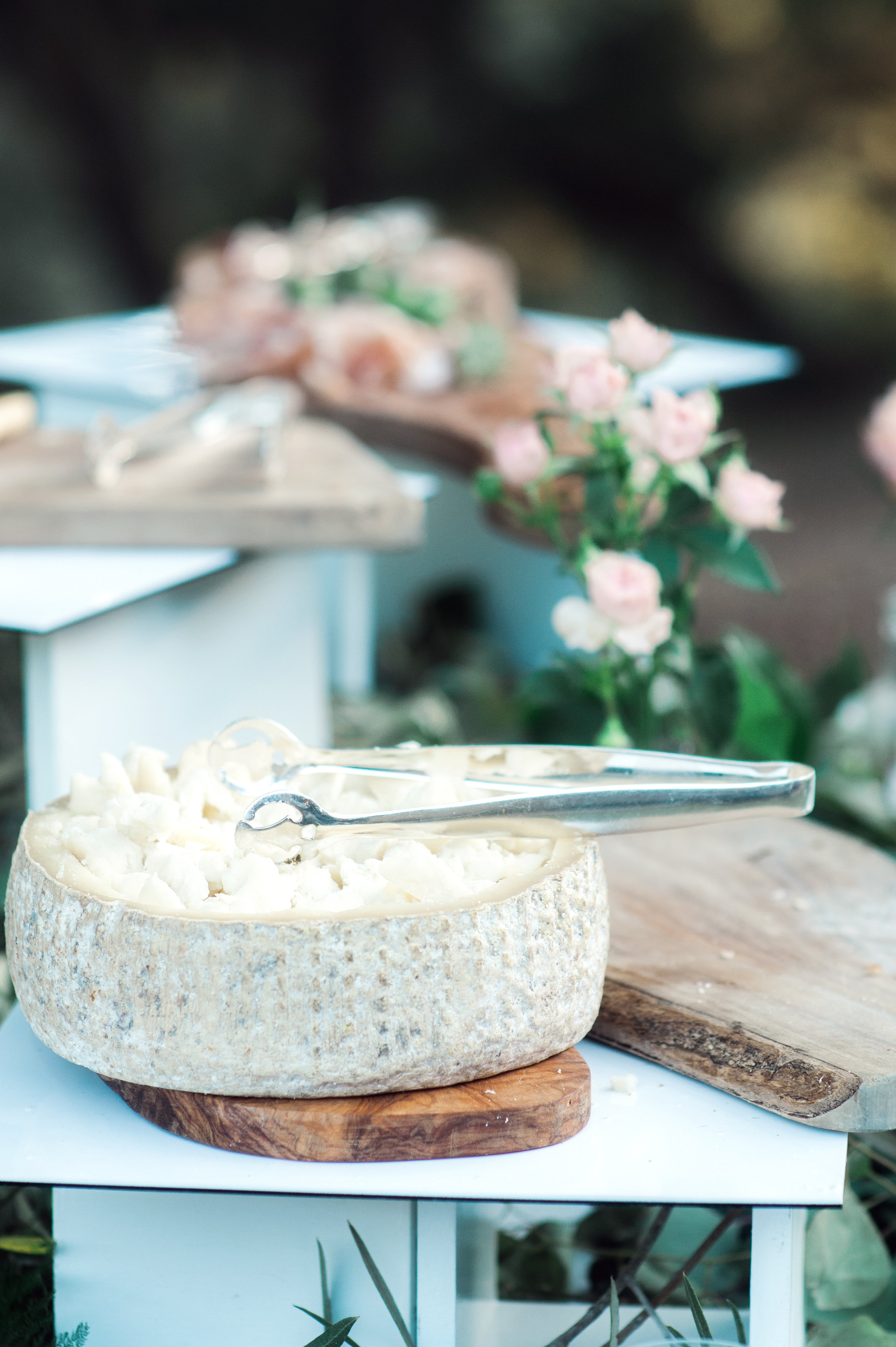 santabarbarawedding.com | Wisteria Lane Flroal Design Studio | Bride and Groom | Garden Roses | Tea Roses | Food Station Decor