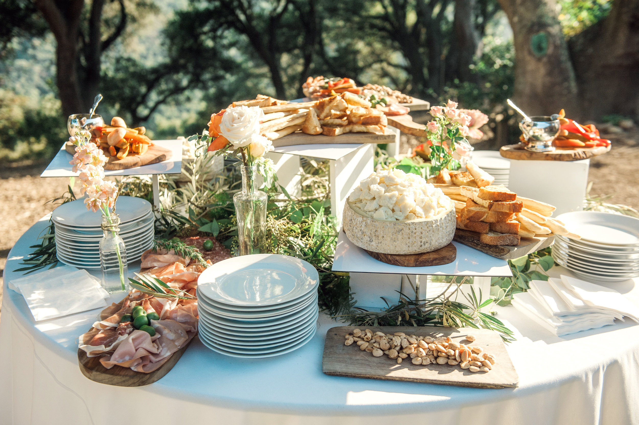 santabarbarawedding.com | Wisteria Lane Flroal Design Studio | Bride and Groom | Garden Roses | Tea Roses | Spray Roses | Food Station Decor