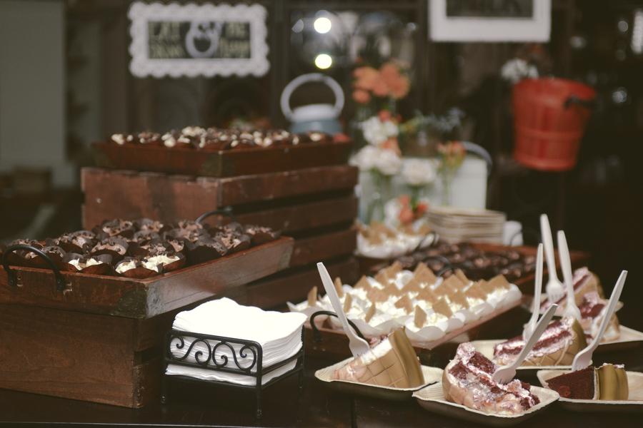 www.santabarbarawedding.com | By Cherry Photography | Rincon Beach Club | Dessert