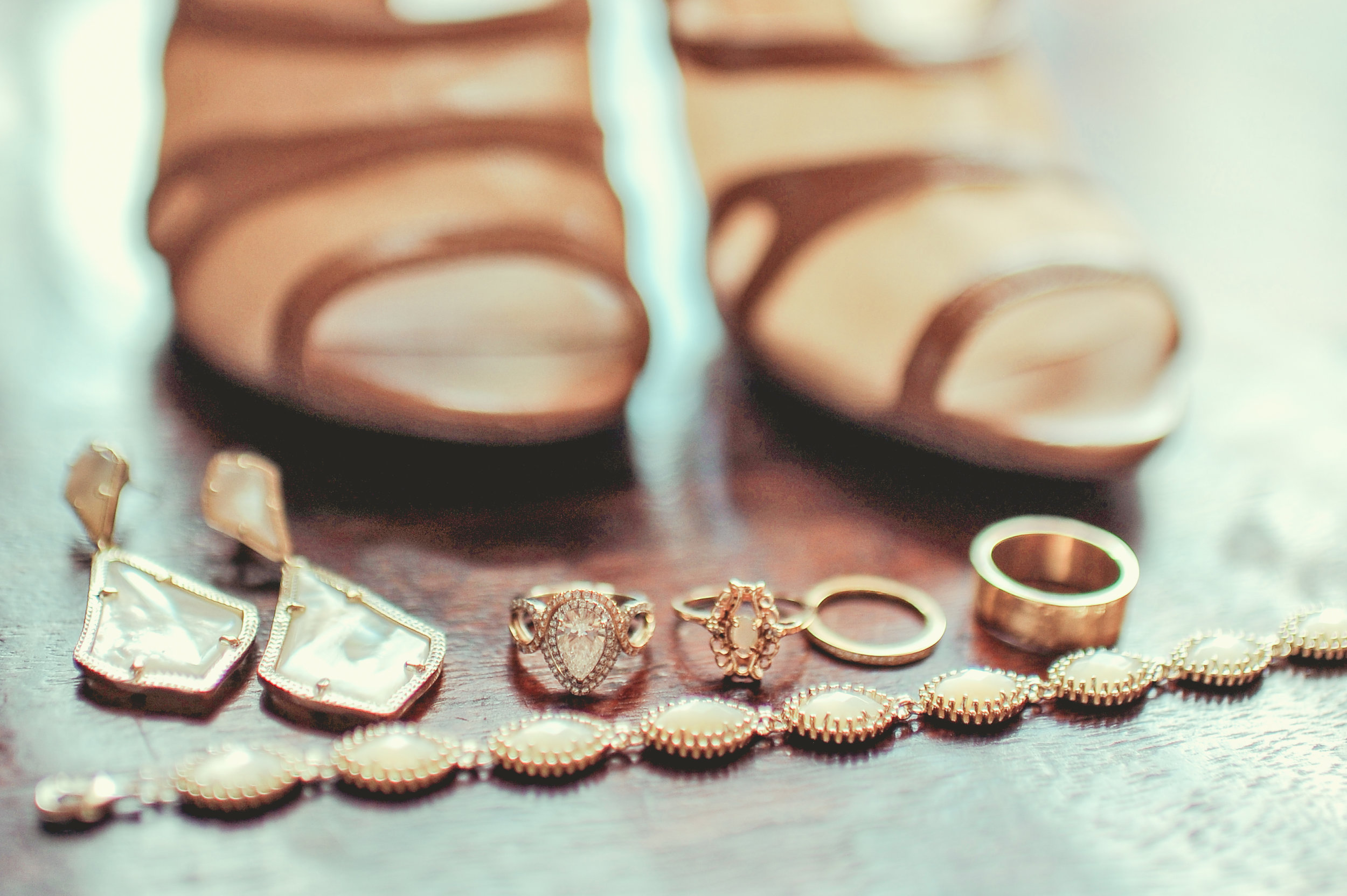 www.santabarbarawedding.com | JKoe Photography | Santa Barbara Historical Museum | Bridal Accessories