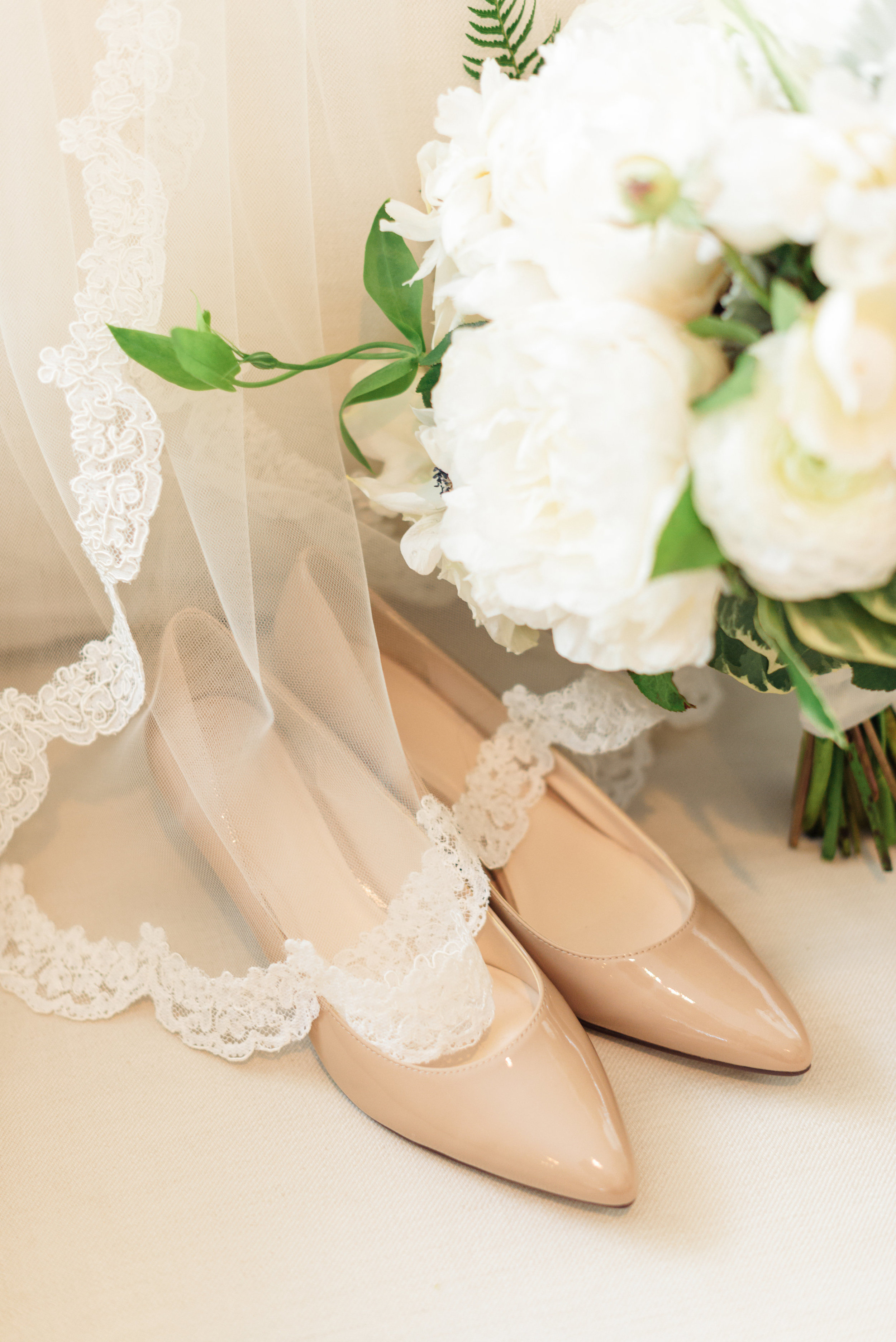 www.santabarbarawedding.com | Sanaz Photography | The Riviera Mansion | Bridal Accessories