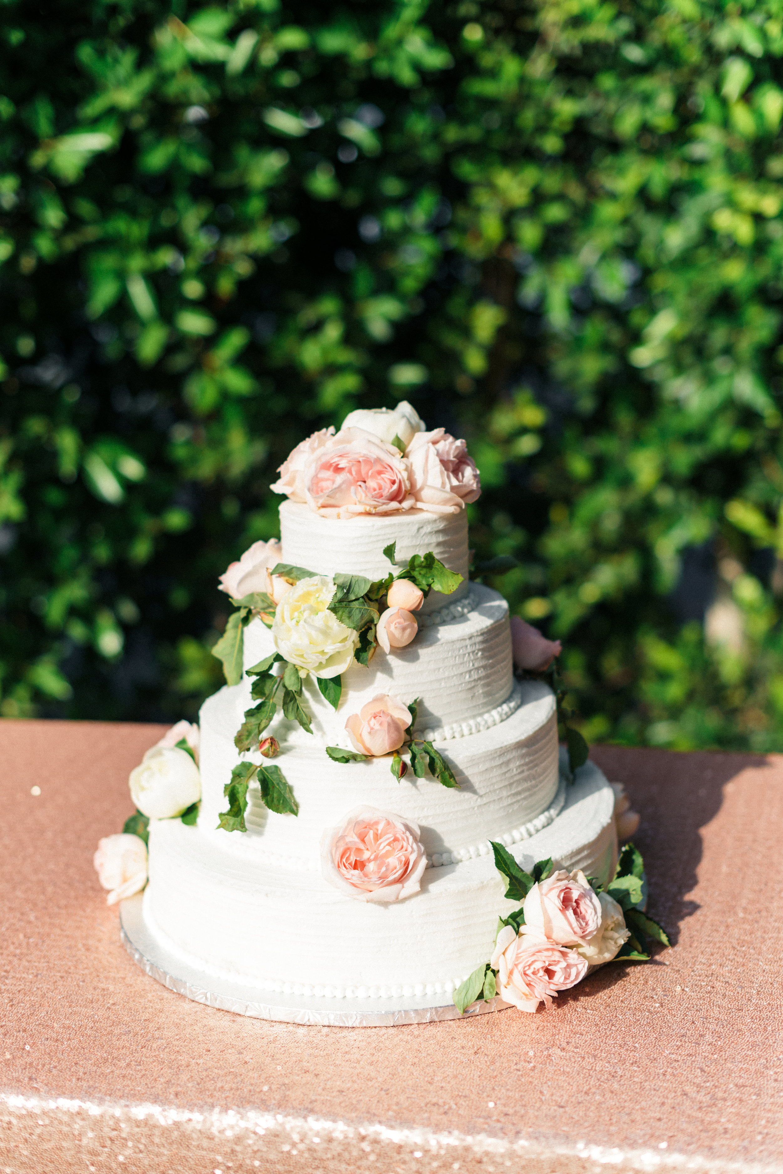 www.santabarbarawedding.com | Sanaz Photography | The Riviera Mansion | Wedding Cake