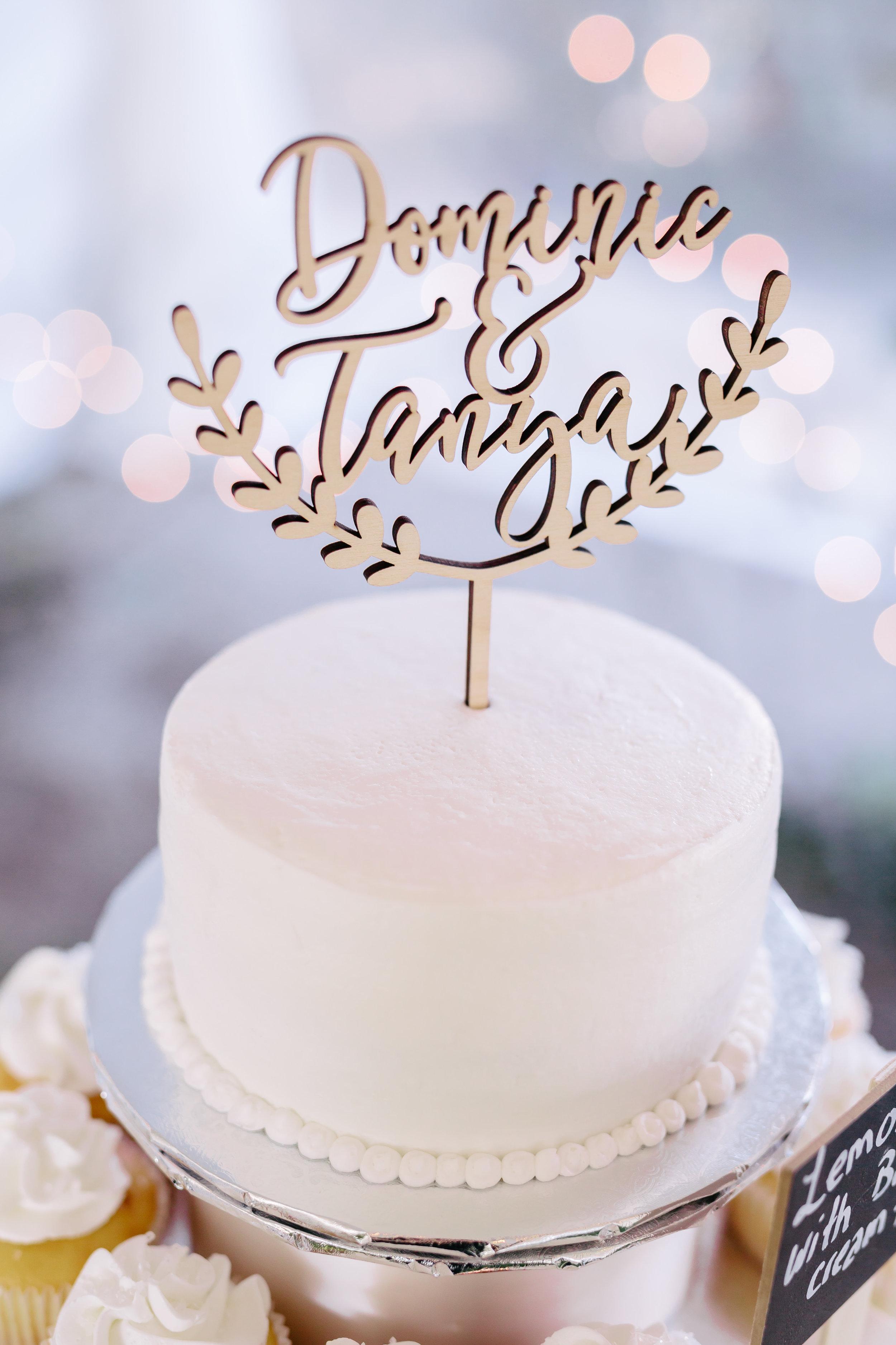 www.santabarbarawedding.com | Rewind Photography | Provence in Ojai | Wedding Cake | Chooket by Your Cake Baker | Wedding Cake Topper