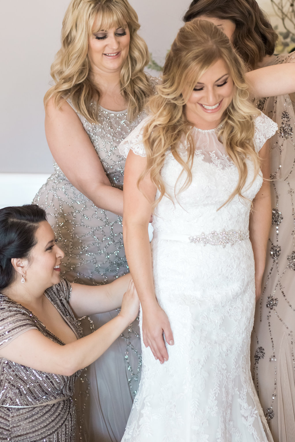 www.santabarbarawedding.com | Jessica Angell Photography | Apple Creek Ranch | Bride | Getting Ready
