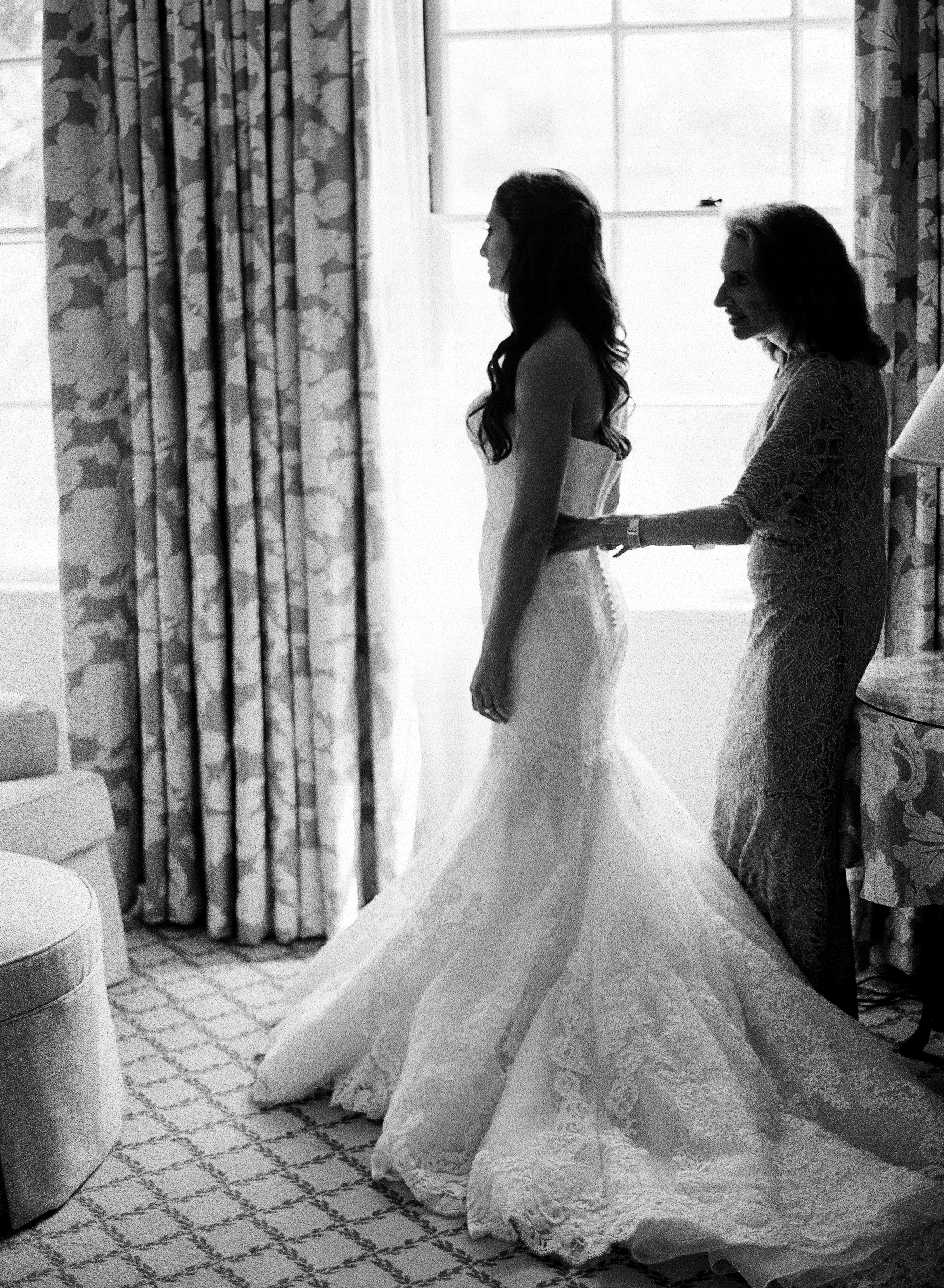 www.santabarbarawedding.com | Ashley Kelemen Photography | Four Seasons Santa Barbara | Bride | Getting Ready