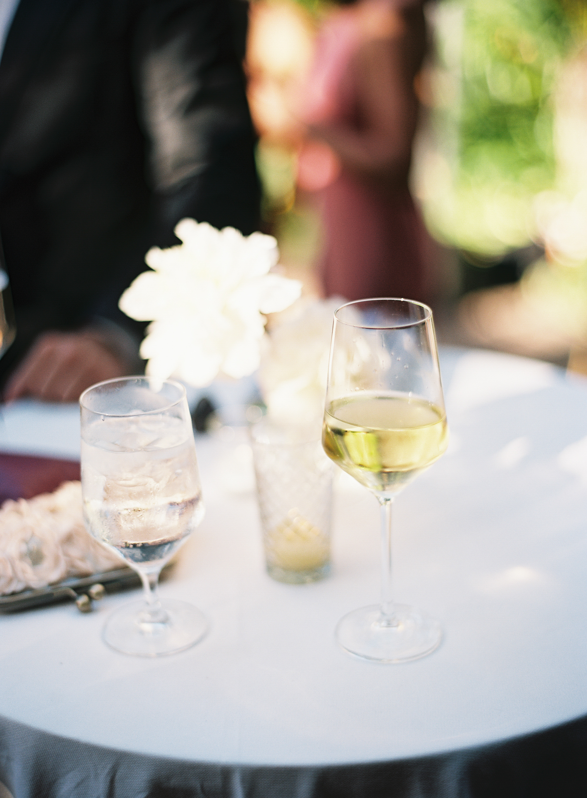 www.santabarbarawedding.com | Ashley Kelemen Photography | Four Seasons Santa Barbara | Drinks
