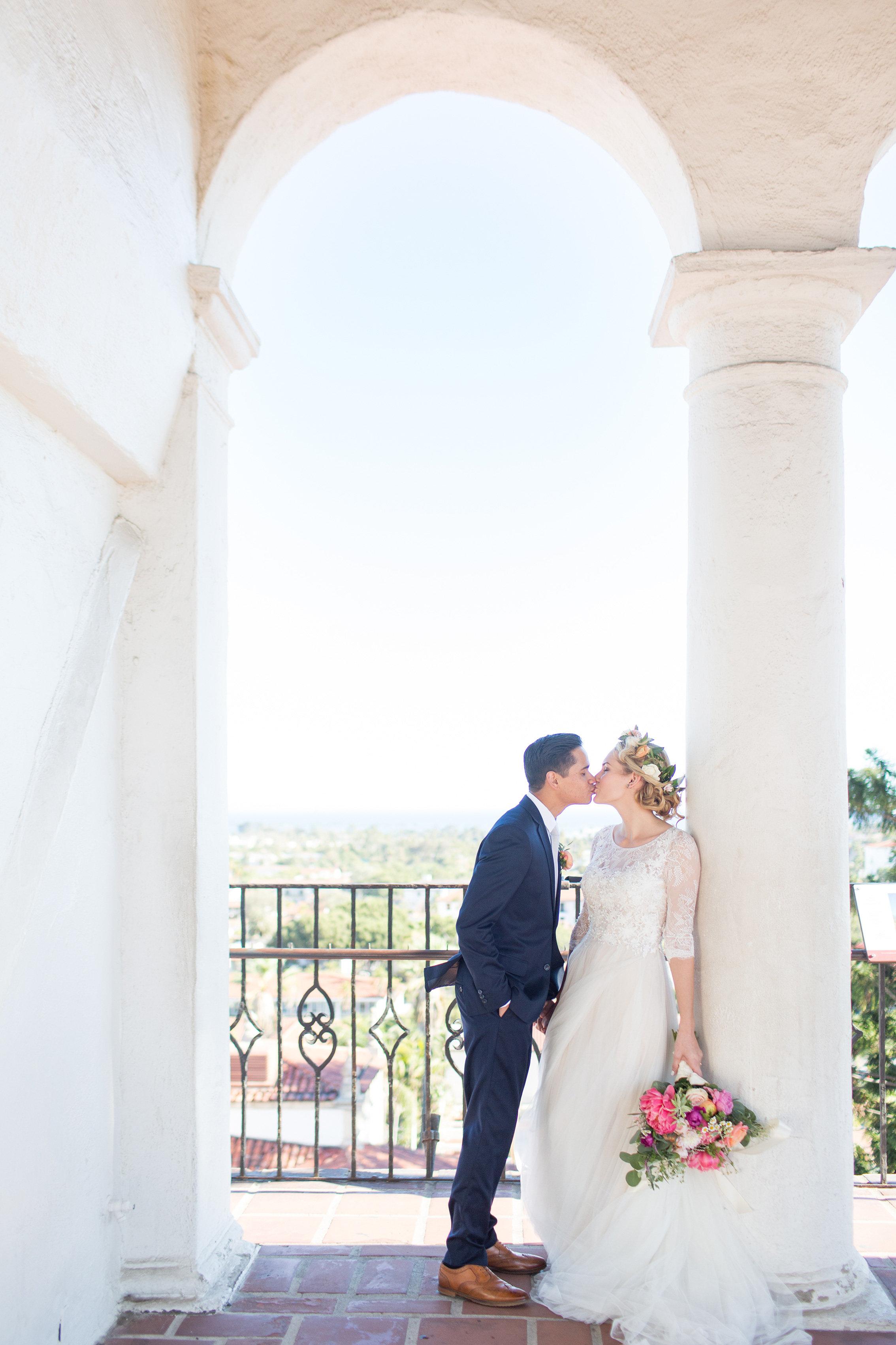 www.santabarbarawedding.com | Anna J Photography | Santa Barbara Courthouse | Bride and Groom