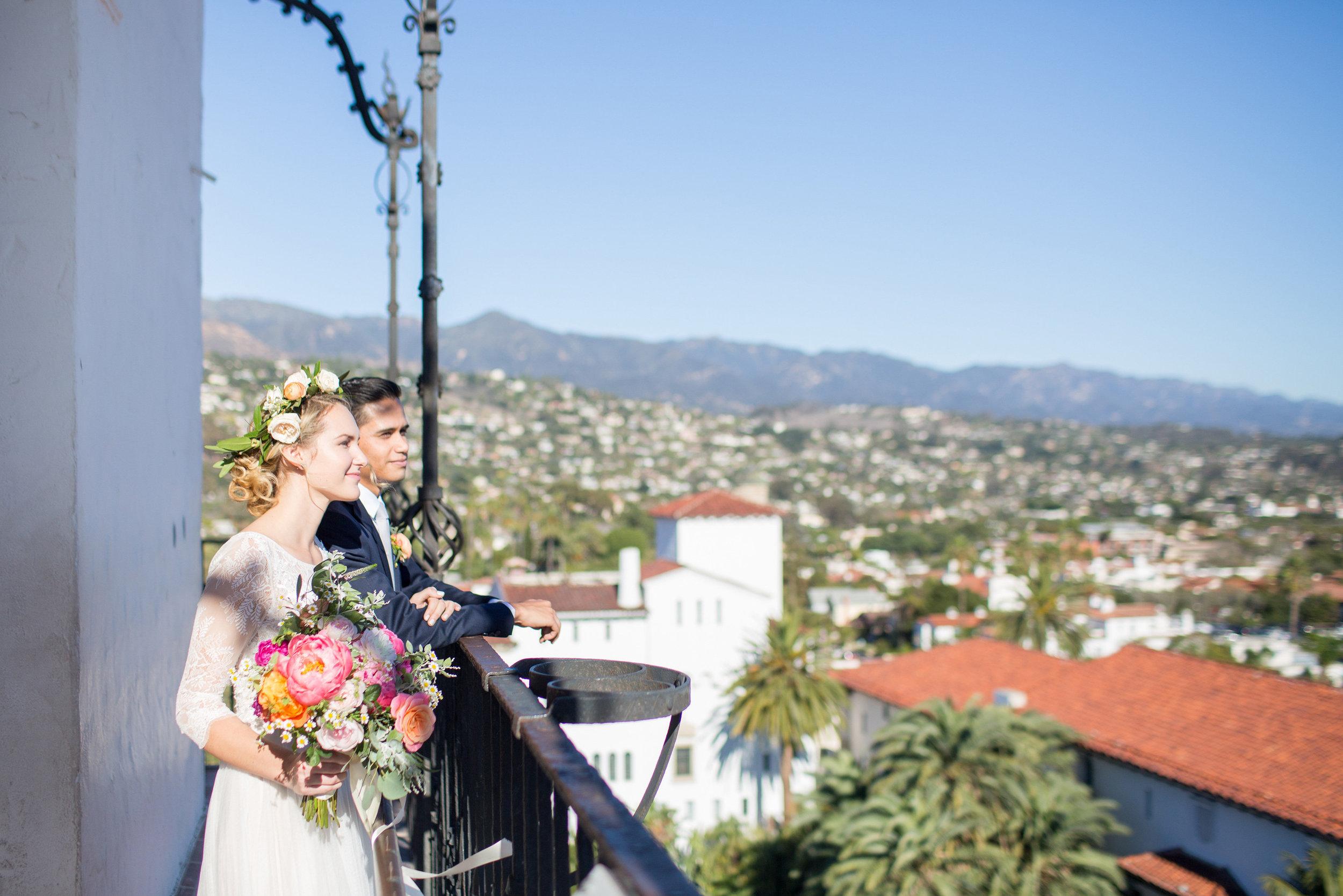 www.santabarbarawedding.com | Anna J Photography | Santa Barbara Courthouse | Bride and Groom | Santa Barbara Skyline