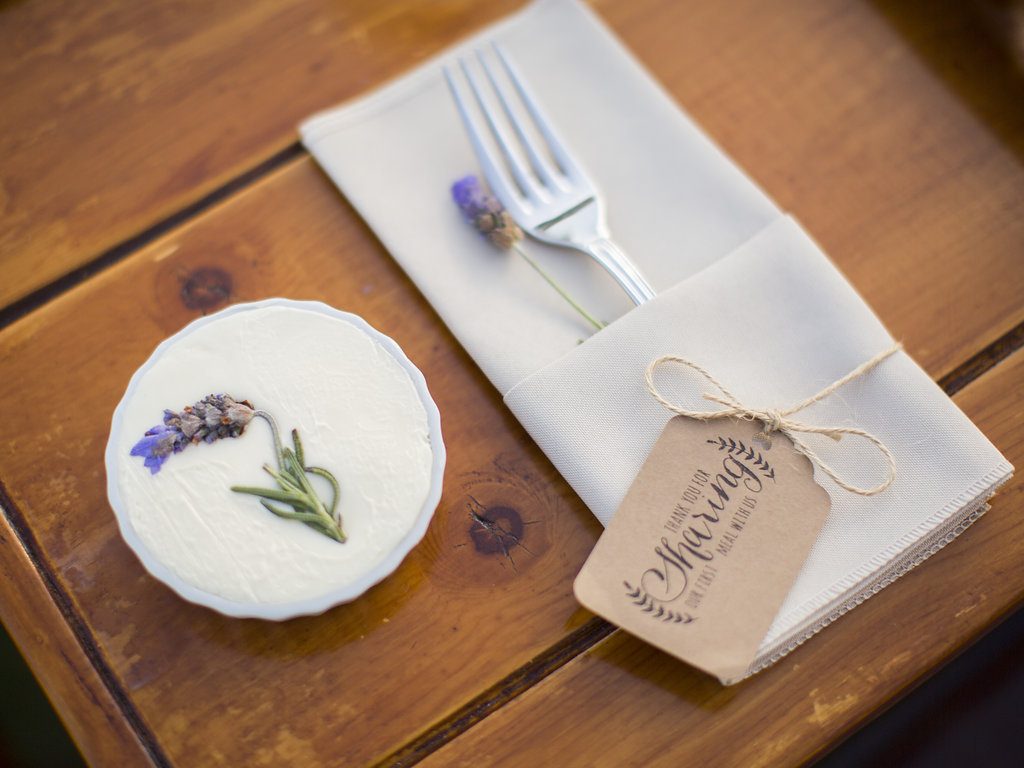 www.santabarbarawedding.com | Heartstone Ranch | Anna Schmidt Photography | Reception Place Setting