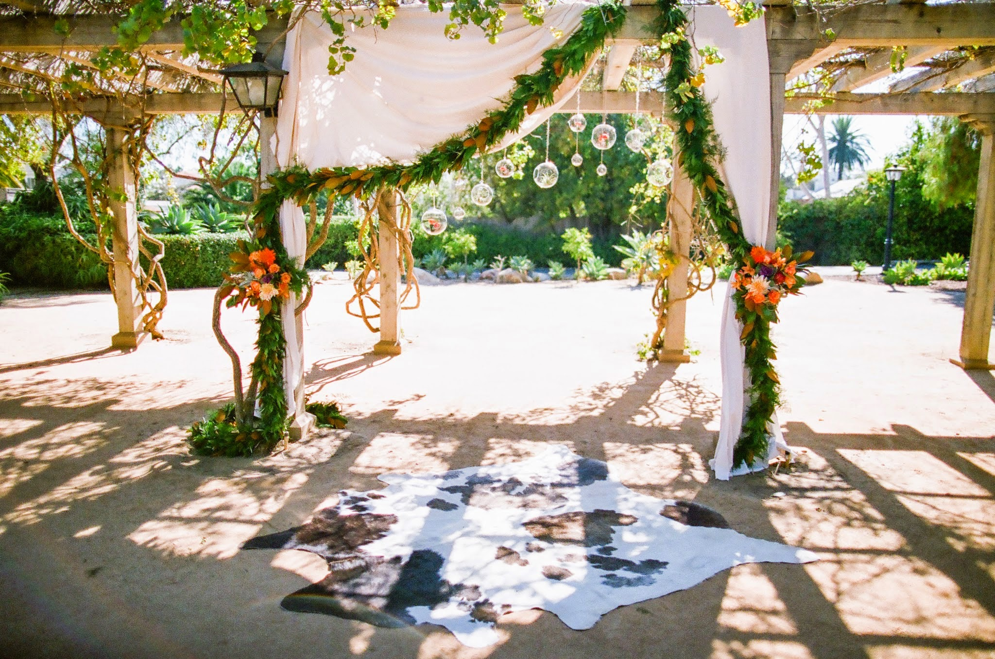 www,santabarbarawedding.com | felici Events | orange wedding inspiration | santa barbara historical museum | wedding ceremony | nancy neil photo