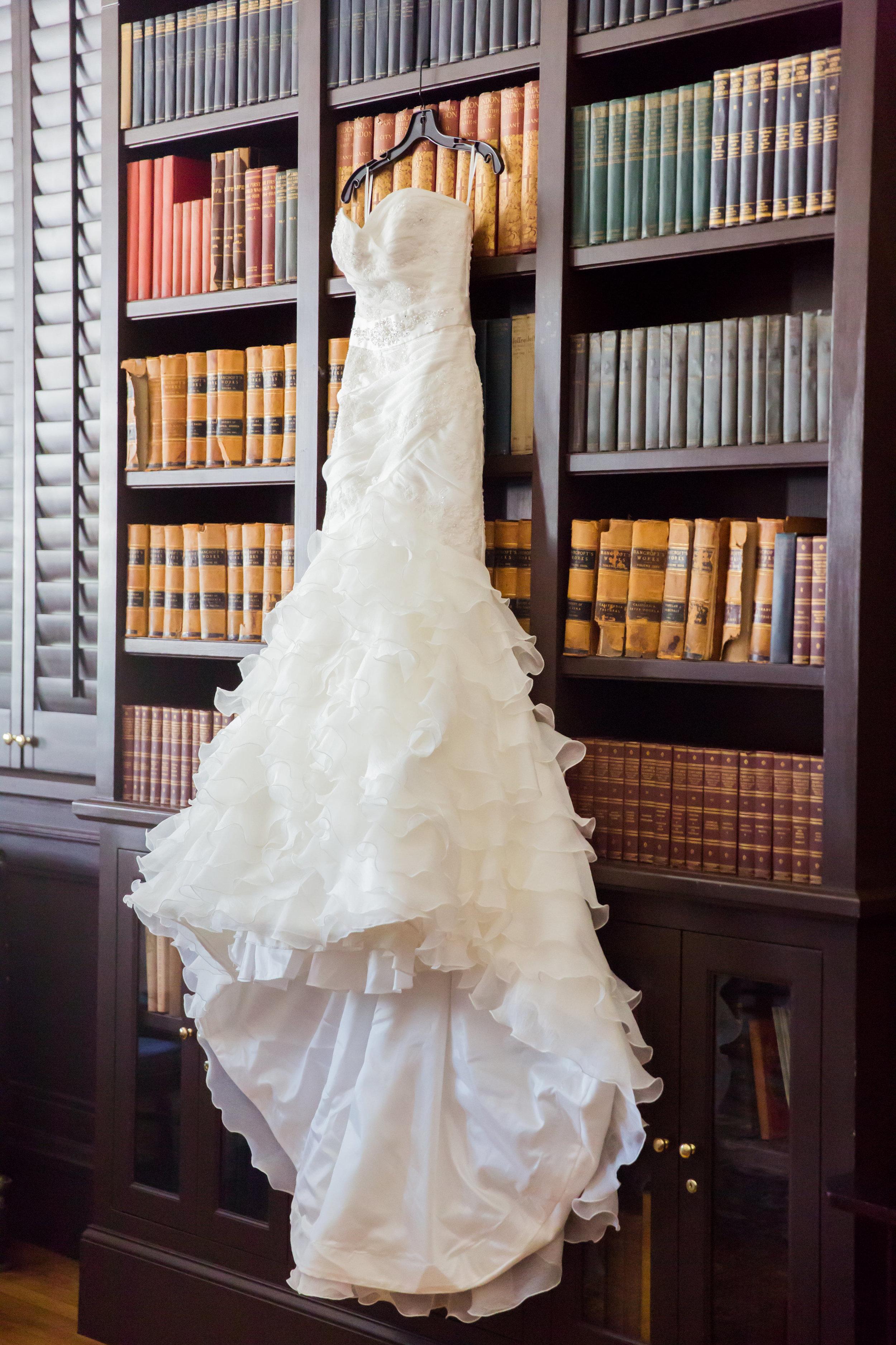 www.santabarbarawedding.com | Santa Barbara Club | Jessica Fairchild Photography | Wedding Dress