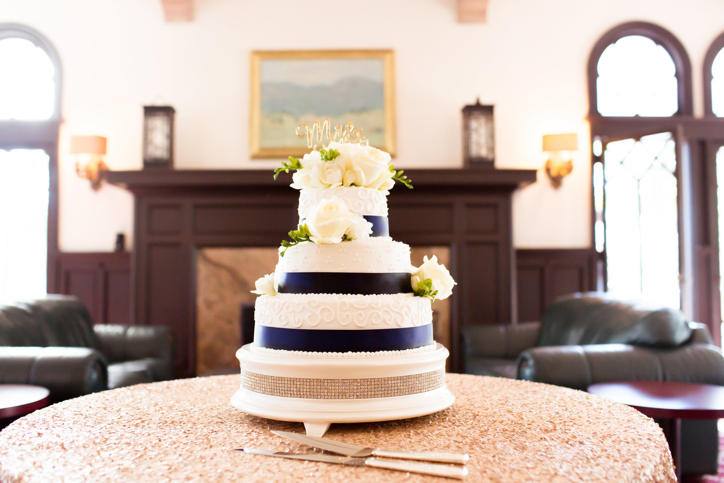 www.santabarbarawedding.com | Santa Barbara Club | Jessica Fairchild Photography | Wedding Cake